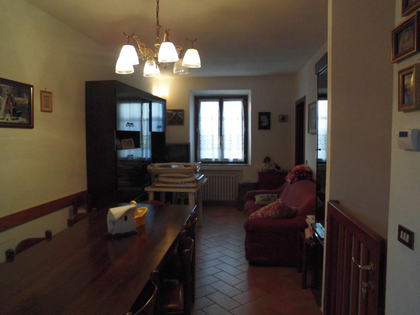 Loc gombio immobiliare ne monti for Aprire piani casa seminterrato